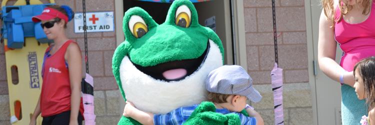 Froggie hugs guest at Battle Creek Waterworks